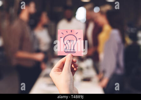 Idée d'entreprise concept. Collègues discuter projet de démarrage
