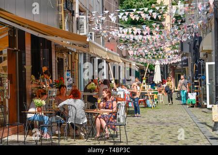 Cafe, Altstadtgasse, Plovdiv, Bulgarie Banque D'Images