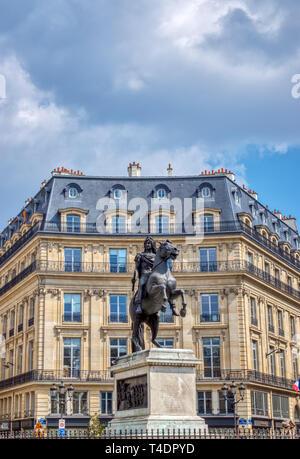 Statue du Roi Louis XIV à la place de victoires à Paris Banque D'Images