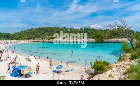 Cala Mondrago, Palma de Mallorca, Espagne - 24 mai 2018: Paysage avec plage et mer turquoise de l'eau sur l'île de Majorque, Cala Mondrago, Espagne Banque D'Images