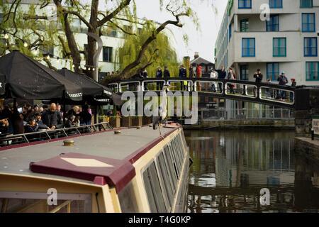 Camden Lock Market Londres barge Banque D'Images