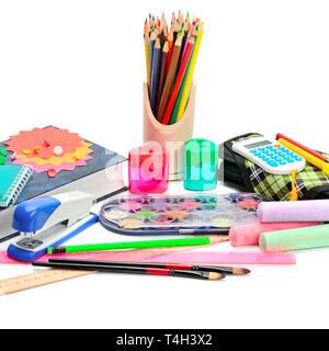 Collecte de fournitures scolaires, isolé sur fond blanc, pur. Banque D'Images