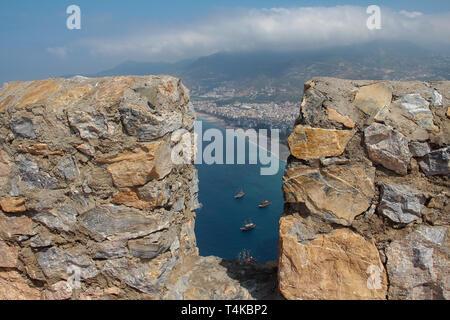 Superbes plages vue depuis le château d'Alanya en Turquie. Banque D'Images