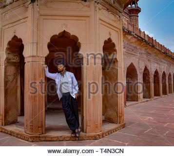 Man en béton brun pendant la journée Banque D'Images