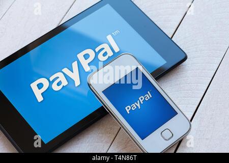 KIEV, UKRAINE - 22 mars: le logo du système de paiement PayPal sur smartphone et tablette, à Kiev, Ukraine, le 22 mars 2014. Banque D'Images