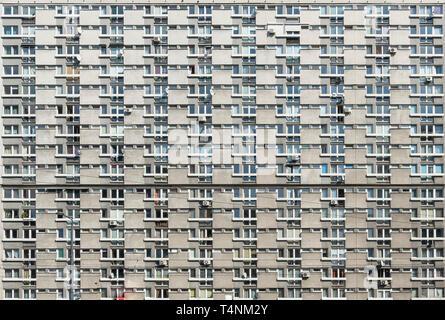 Varsovie, Pologne. Avril 2019. La façade d'un grand bâtiment