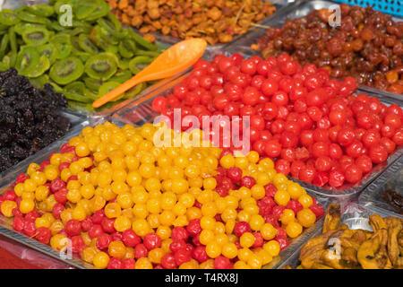 Sucrées ou salées séchées colorées de fruits tropicaux d'Asie