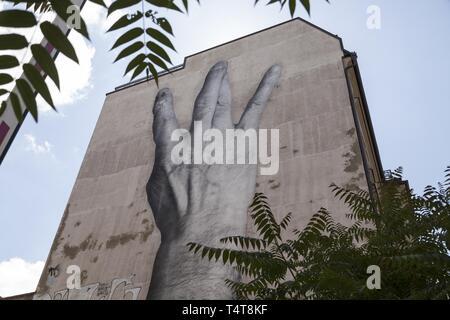 Graffiti sur mur de la maison, les doigts croisés, le centre de Berlin, Germany, Europe Banque D'Images