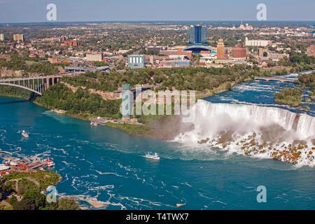 Haut de l'antenne vue paysage de Niagara Falls entre les États-Unis d'Amérique et le Canada. Voir l'Amérique sur l'état de New York d'une cascade. L'eau Banque D'Images