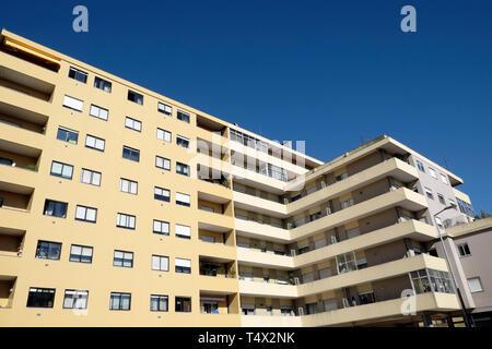 Un bloc d'appartements moderne de faible hauteur dans le quartier résidentiel de Boavista Porto Portugal Europe UE KATHY DEWITT Banque D'Images