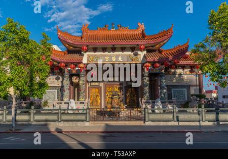 L'extérieur du temple Thien Hau, dédié à la déesse de la mer chinois dans Chinatown, Mazu, Los Angeles, Californie. Banque D'Images