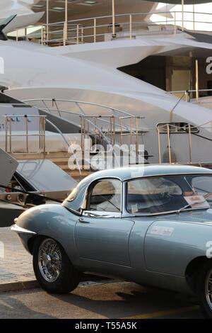 Strada Bella, La Petite Plage Restaurant ouvert, Café de Paris, l'Hôtel Sube, Nouvelle Exposition de voitures, le Port de Saint Tropez Sportmer 12-14 Avril 2019
