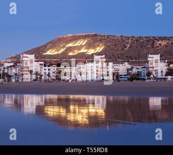 Skyline au coucher du soleil d'Agadir au Maroc Banque D'Images
