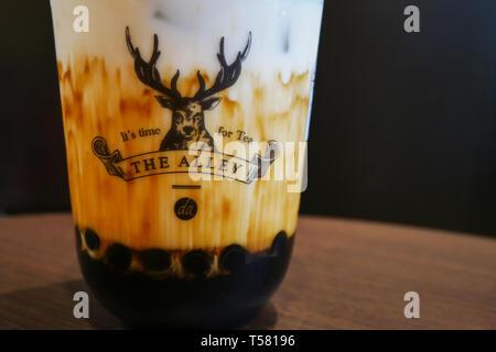 Kuala Lumpur, Malaisie - Avril 7,2018: l'allée plus célèbre thé lait Lait Sucre brun est Deerioca Banque D'Images