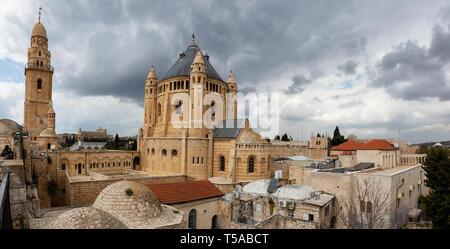 Vue panoramique sur le tombeau du roi David dans la vieille ville pendant une journée nuageuse. Prises à Jérusalem, Israël. Banque D'Images