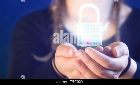 Teenage girl with braids, tenant une serrure numérique dans ses mains, idéal pour des thèmes tels que la technologie et la sécurité en ligne