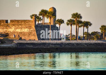 Saint Augustin, en Floride. 26 janvier , 2019 .belle vue de Castillo de San Marcos Fort, mer et palmiers at Old Town en Floride Côte Historique .