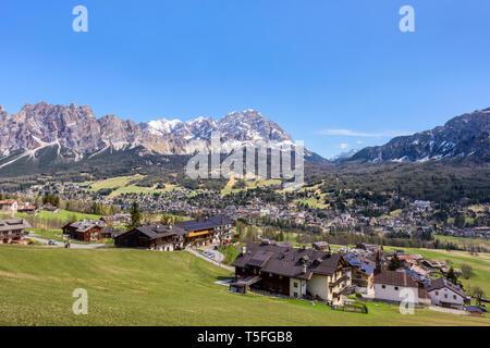 Cortina D'Ampezzo dans les Dolomites, les Alpes du Tyrol du Sud, Italie Banque D'Images