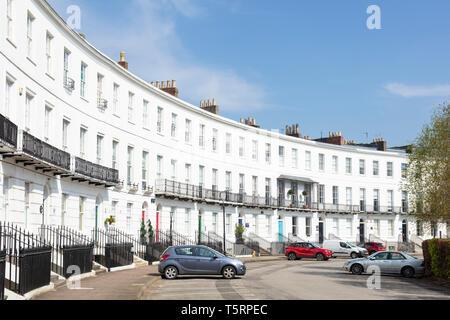 Terrasse de maisons géorgiennes sur le Royal Crescent Angleterre Gloucestershire Cheltenham Spa GO UK EU Europe Banque D'Images
