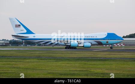 Air Force One arrivant à Fairford avec le président Obama à bord.