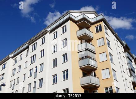 Angel faible vue d'un immeuble d'habitation de plusieurs étages. Banque D'Images