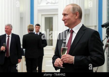 Moscou, Russie. Apr 29, 2019. Moscou, Russie - le 29 avril 2019: le président russe Vladimir Poutine lors d'une réception après une cérémonie de remise de médailles du travail, héros au Kremlin de Moscou. Vyacheslav Prokofyev/crédit: TASS ITAR-TASS News Agency/Alamy Live News Banque D'Images