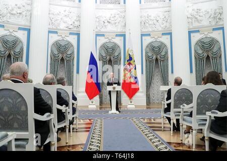 Moscou, Russie. Apr 29, 2019. Moscou, Russie - le 29 avril 2019: le président de la Russie Vladimir Poutine fait allocution à l'occasion d'une cérémonie de remise des prix Héros du travail de la Fédération de Russie, des médailles au Kremlin de Moscou. Vyacheslav Prokofyev/crédit: TASS ITAR-TASS News Agency/Alamy Live News Banque D'Images