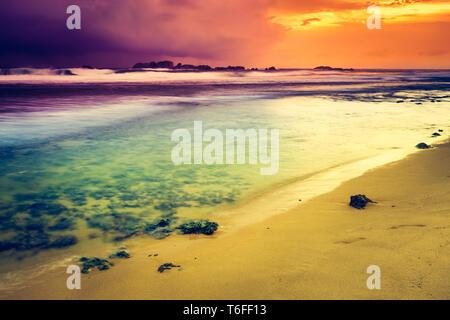 Coucher de soleil sur la mer. Un paysage extraordinaire Banque D'Images