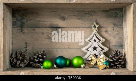 Symboles de Noël décoration verre vert sapin et boules Banque D'Images