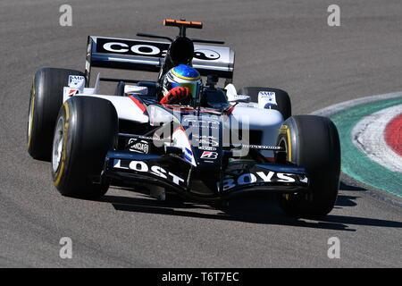 Imola, 27 avril 2019 Historique: 2000s modèle F1 Minardi PS05 conduit par des inconnus en action au cours de Minardi jour Historique 2019 dans le circuit d'Imola Banque D'Images