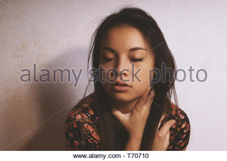 Sad young asian woman crying Banque D'Images