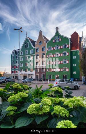 Zaandam, aux Pays-Bas, le 18 avril 2019: Le Zaanhotel à Zaandam construit dans le bâtiment historique de style typique de Zaanse Banque D'Images