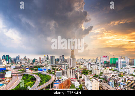 Bangkok, Thaïlande skyline de Ratchathewi District au crépuscule. Banque D'Images