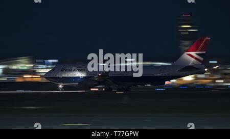 Richmond, Colombie-Britannique, Canada. Apr 26, 2019. Un Boeing 747-400 de British Airways (G-CIVB) de large-corps jetliner, peint en ''Negus'' livrée rétro, décolle de l'Aéroport International de Vancouver sur un vol de nuit à l'aéroport Heathrow de Londres. Credit: Bayne Stanley/ZUMA/Alamy Fil Live News Banque D'Images