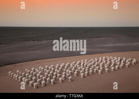 Chaises de plage à la plage, l'île de Krk, Ruegen, Mecklenburg-Vorpommern, Allemagne, Banque D'Images