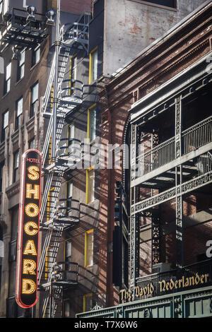 NEW YORK, USA - 24 février 2018: Le panneau extérieur de l'hôtel Shocard à Times Square à New York