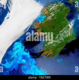 La floraison du phytoplancton au large de l'Irlande, image satellite