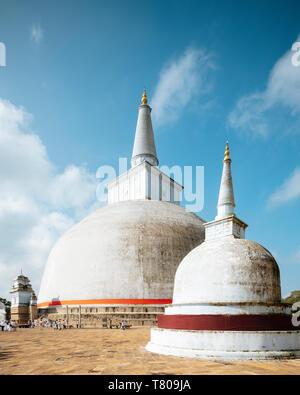 Saya Ruwanweli Dagoba (Stupa de sable doré), Anuradhapura, UNESCO World Heritage Site, North Central Province, Sri Lanka, Asie