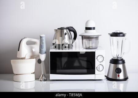 Variété d'appareils de cuisine avec four plus de reflet 24 Banque D'Images
