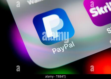Kaliningrad, Russie, le 16 août 2018: l'icône de l'application PayPal sur Apple iPhone X de l'écran du smartphone close-up. Icône de l'application de PayPal. En ligne PayPal est un Banque D'Images