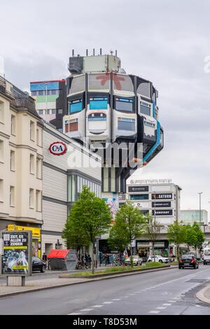 Le Bierpinsel brosse (bière), un bâtiment emblématique et inhabituelle dans le quartier Steglitz construit dans les années 1970, Berlin, Allemagne Banque D'Images