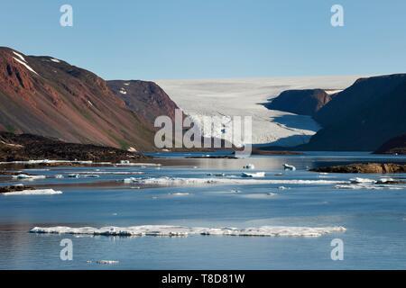 Le Groenland, côte nord-ouest, le détroit de Smith au nord de la baie de Baffin, la terre d'Inglefield, site d'Etah en Foulke fjord, aujourd'hui abandonné le camp inuit qui a servi de base à plusieurs expéditions polaires, frère John's Glacier et de la calotte glaciaire de l'arrière-plan Banque D'Images