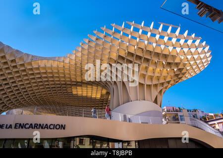 Séville, Espagne 8 Mai 2019: Détails du Metropol Parasol, Setas de Sevilla , la plus grande structure en bois dans le monde, , situé à Plaza de la F