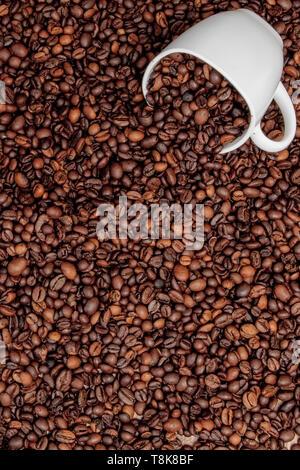 Tasse à café sur table en bois. Vue à partir du haut. Banque D'Images