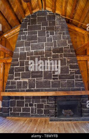 La Grande Galerie affiche de nombreuses caractéristiques de construction rustique dans cette chambre élégamment nommé mess des officiers à l'aide de rondins taillés à la main et des pierres. Banque D'Images