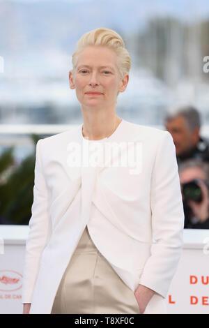 Cannes, France. 15 mai, 2019. L'actrice Tilda Swinton pose pour des photos lors de la 72e édition du Festival de Cannes à Cannes, France, le 15 mai 2019. Le 72e Festival de Cannes a lieu ici du 14 au 25 mai. Credit: Gao Jing/Xinhua/Alamy Live News Banque D'Images