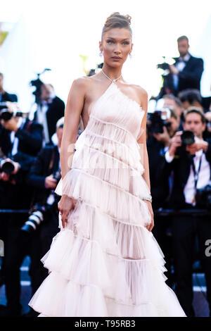 Cannes, France. 16 mai, 2019. Bella Hadid pose sur le tapis rouge pour Rocketman le jeudi 16 mai 2019 au 72e Festival de Cannes, Palais des Festivals, Cannes. Sur la photo: Bella Hadid. Photo par: Julie Edwards/Alamy Live News Banque D'Images