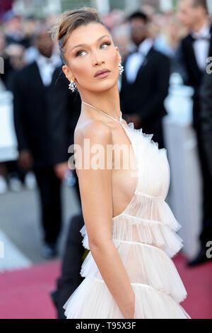 Cannes, France. 16 mai, 2019. CANNES - le 16 mai: Bella Hadid arrive à la première de ' ' ROCKETMAN au cours de la 2019 Festival du Film de Cannes le 16 mai 2019 au Palais des Festivals à Cannes, France. (Photo par Lyvans Boolaky/imageSPACE) Credit: Imagespace/Alamy Live News Banque D'Images