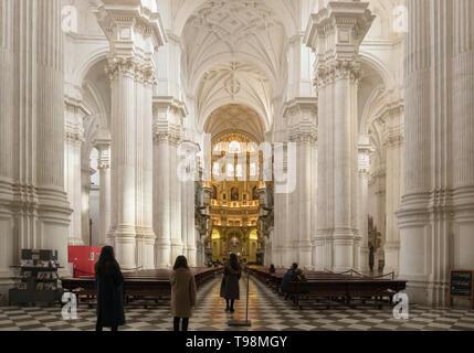 La nef de la cathédrale. Nom complet, Santa Iglesia Catedral Metropolitana de la Encarnacion, ou Cathédrale Métropolitaine de l'Incarnation, Grenade,