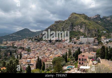 Le théâtre antique (théâtre grec de Taormina, Sicile)